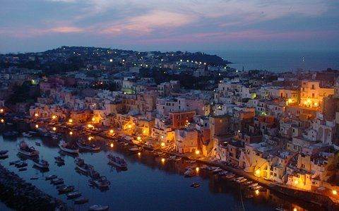 Procida by night (© Francesca - Portanapoli.com)