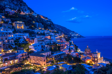 Positano by night (@ borisbelenky – Fotolia)