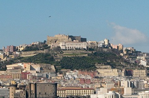Below the castle of Sant'Elmo (at the top) is located the monastery of San Martino (© Portanapoli.com)