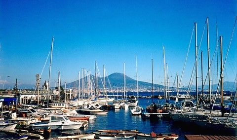 Yachts in the Harbour Santa Lucia in Naples - nice place for Boat&Breakfast (© Portanapoli.com)